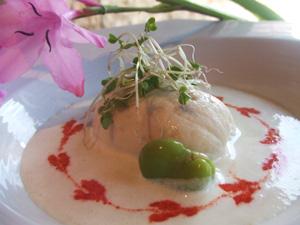 ホタテ貝のムースリーヌ 空豆のソースに浮かべて