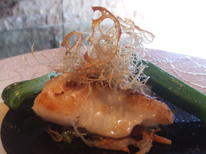 貴重な魚『イシナギ』のポアレ 野菜素麺