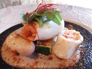 ヤリイカのファルシ 茸のソースと味噌アラレ