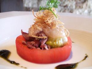 蛍烏賊と芽キャベツ 白バルサミコ風味 トマトリングの中に