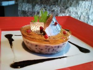 秋刀魚のコンフィと茸のパンナコッタ イカ墨ソース