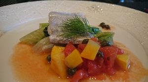 太刀魚のポワレ フルーツトマトとイエローズッキーニのソースで