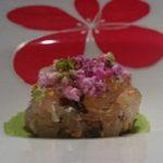 『真鯛の昆布マリネ 九条葱のムースと花穂紫蘇と共に』です。