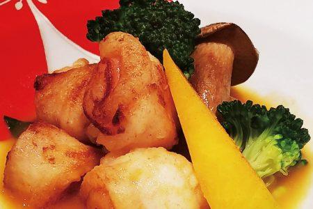 『 舌ビラメの生ハムロールトマトと魚介のスープで 』です。
