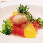 『 ホタテのポワレ 彩り野菜とアンチョビのソースで 』です。